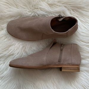 Jeffrey Campbell Chelsea bootie Size 5.5